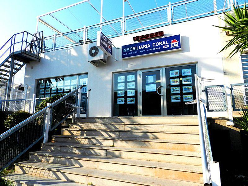Inmobiliaria coral casa oficina de canet de berenguer for Horario oficina correos valencia